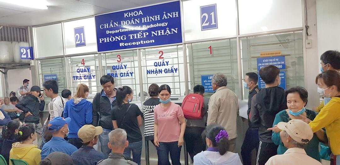 Hà Nội BV Xanh Pôn phong tỏa một khoa do có liên quan đến người nhiễm virus Vũ Hán