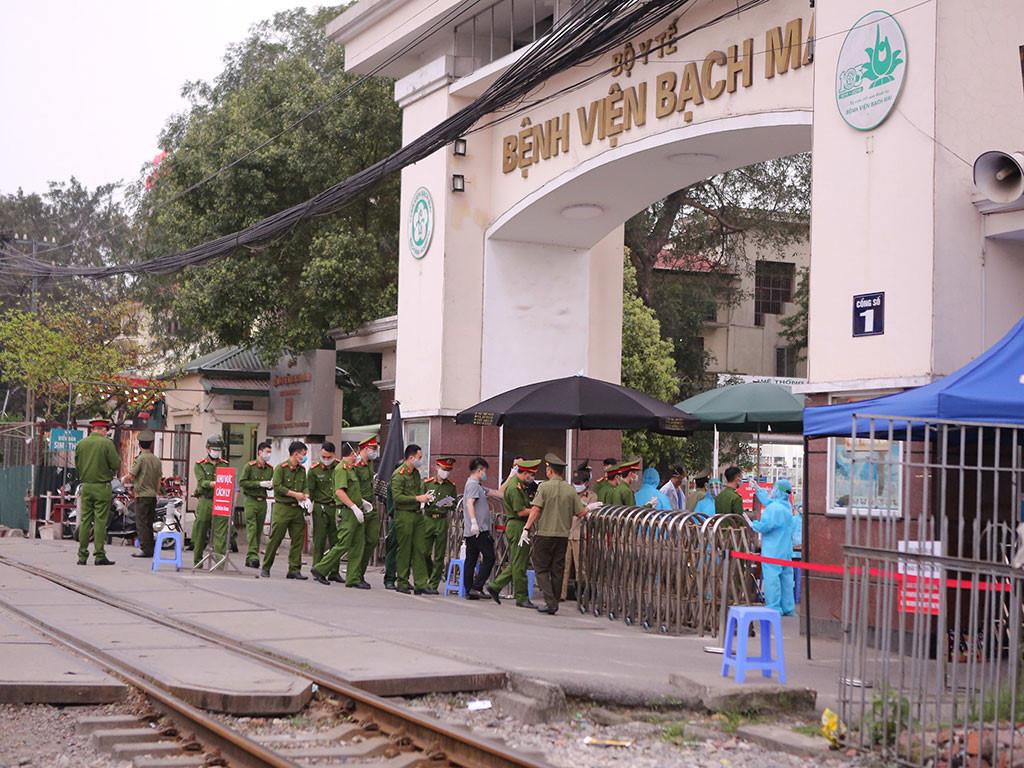 """Hà Nội """"Đóng băng"""" BV Bạch Mai, truy tìm 40.000 người từng ra vào bệnh viện từ 20-3"""