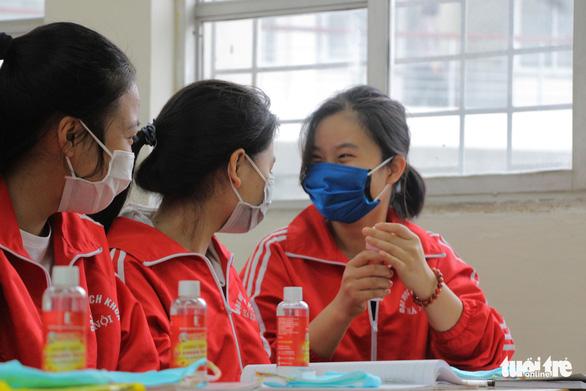 Hậu Giang Một học sinh có người thân từ Hàn Quốc về bị sốt ngay trong ngày đầu đi học lại 3