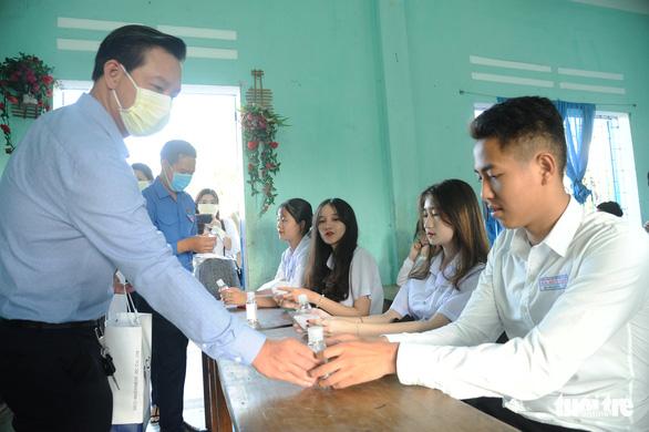 Hậu Giang Một học sinh có người thân từ Hàn Quốc về bị sốt ngay trong ngày đầu đi học lại 5