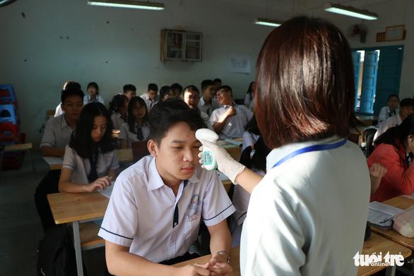 Hậu Giang Một học sinh có người thân từ Hàn Quốc về bị sốt ngay trong ngày đầu đi học lại 7