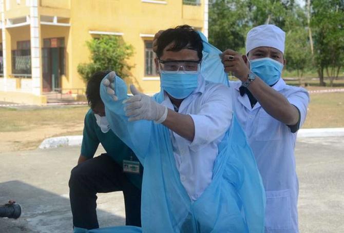 'Hết người là mất hết', 3.000 nhân viên y tế Vũ Hán nhiễm virus Corona là bài học cho VN 3