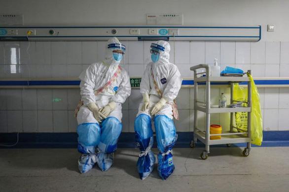 'Hết người là mất hết', 3.000 nhân viên y tế Vũ Hán nhiễm virus Corona là bài học cho VN 4
