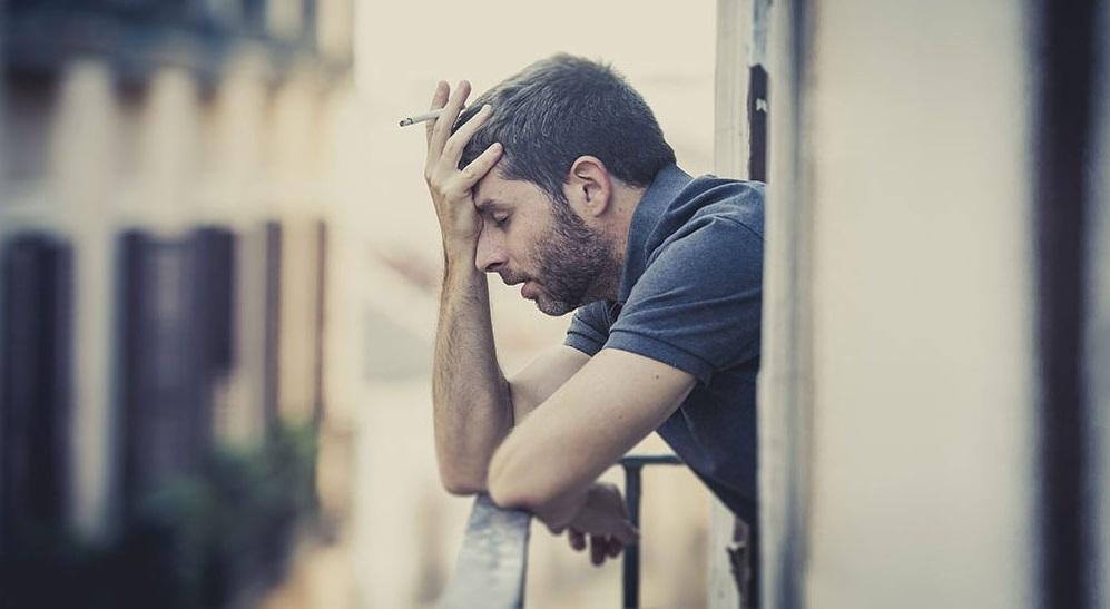 Hút thuốc lá làm tăng nguy cơ trầm cảm và mắc bệnh tâm thần phân liệt