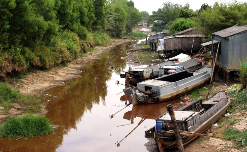Nhiều con kênh ở huyện Trần Văn Thời (Cà Mau) đang khô cạn. (Ảnh qua vnexpress)
