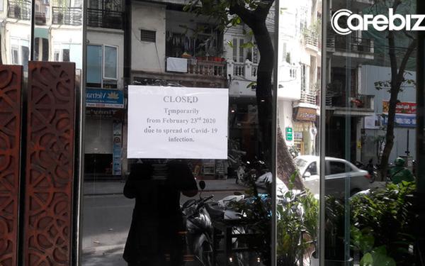 Nhiều khách sạn treo thông báo tạm ngừng hoạt động vì dịch Covid-19. (Ảnh qua cafebiz)