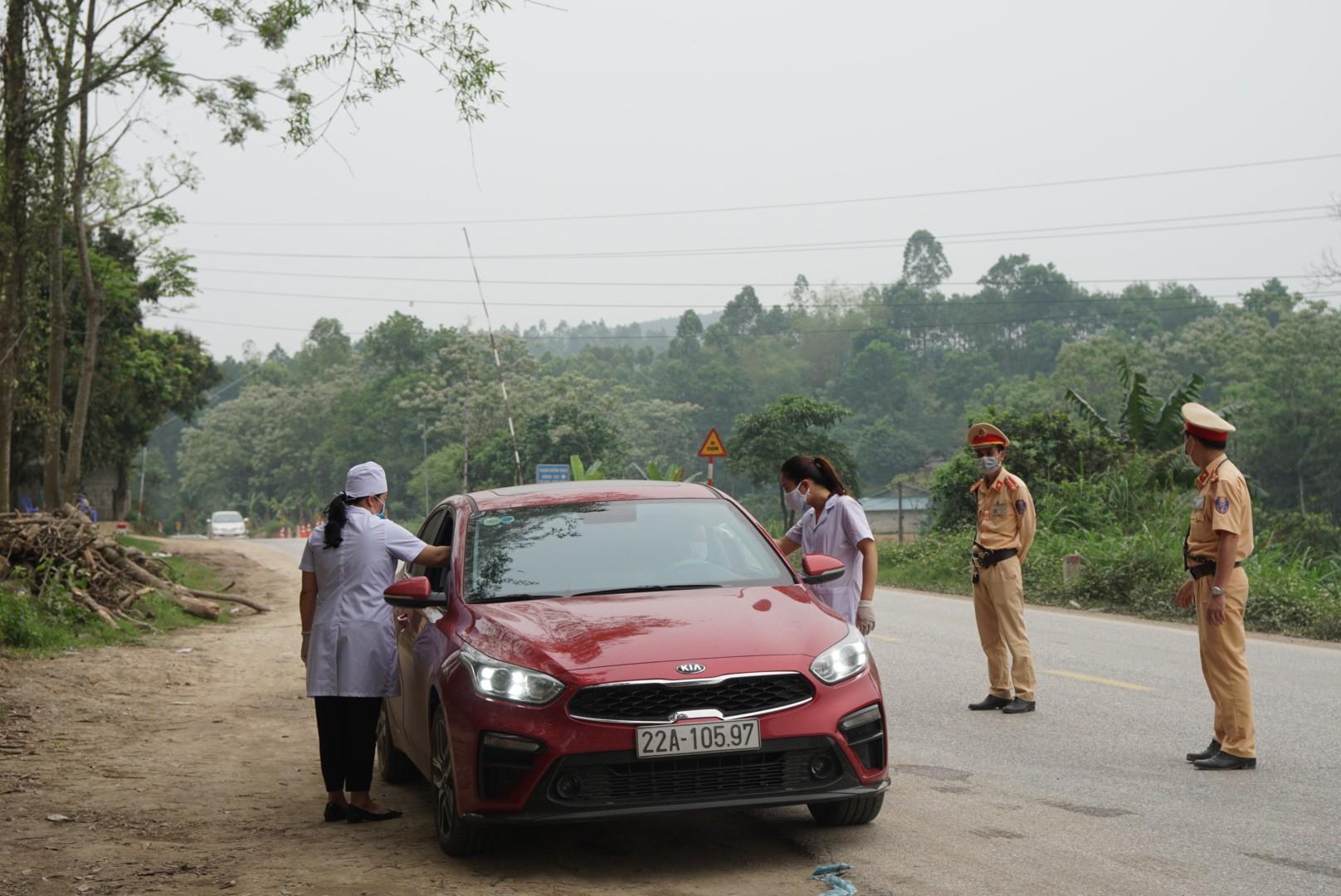 Tuyên Quang tổ chức đo thân nhiệt toàn bộ người dân vào thành phố.