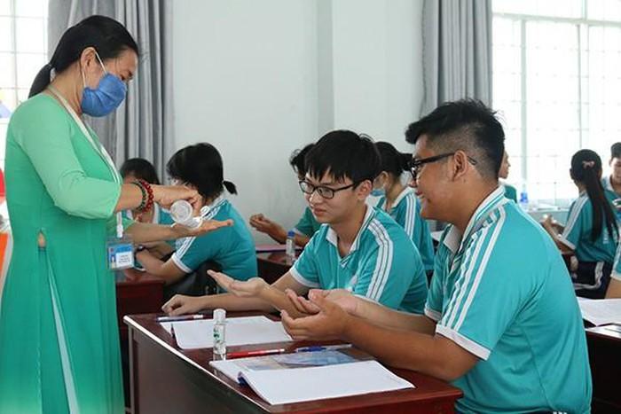 Kiên Giang 26 học sinh phải nghỉ học sau khi dự đám cưới có chú rể Hàn Quốc