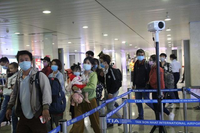 Hành khách nhập cảnh tại sân bay Tân Sơn Nhất. (Ảnh qua truyenhinhthanhhoa)