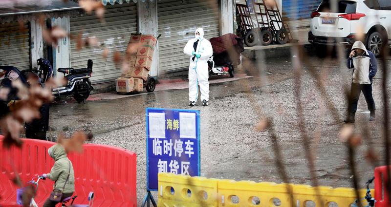 một bác sĩ tại Vũ Hán tiết lộ trên báo mạng của Đại lục rằng, giới quan chức đã yêu cầu đình chỉ phương pháp xét nghiệm huyết thanh với độ chính xác và hiệu quả cao trong việc chẩn đoán viêm phổi Vũ Hán