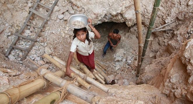 Mỹ phẩm được làm từ máu và nước mắt của trẻ em Ấn Độ