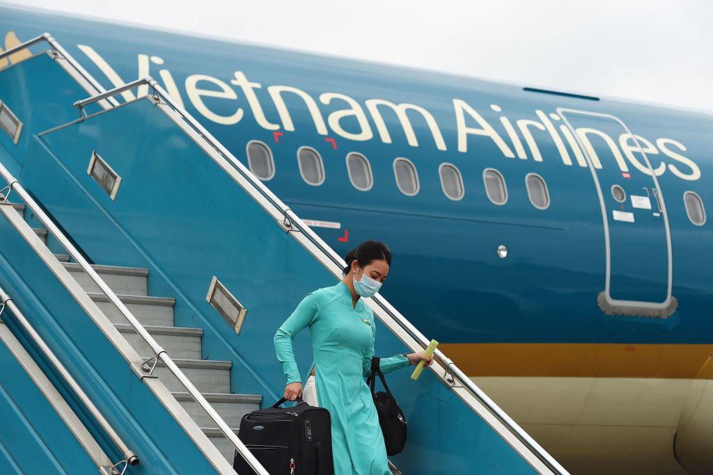 Một chuyến bay của Vietnam Airlines hạ cánh ở Hà Nội, ngày 3/3/2020. (Ảnh qua ntdvn)