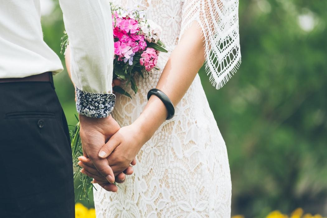 Một cô gái tự đi khỏi nơi cách ly để tổ chức đám cưới tại Vũng Tàu