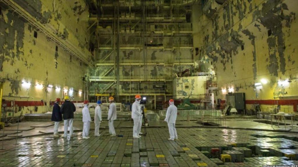 Trên đỉnh của lò phản ứng hạt nhân Chernobyl.