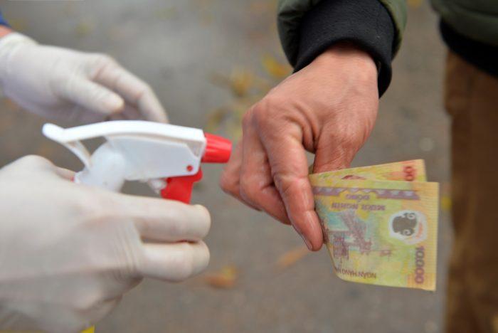 Ngân hàng Nhà nước yêu cầu khử khuẩn tiền mặt để phòng dịch viêm phổi Vũ Hán 4