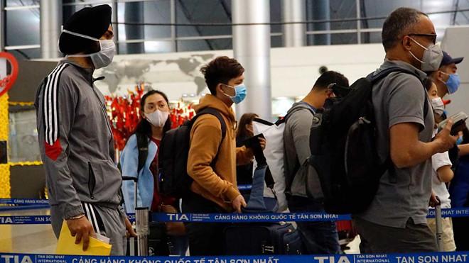 Việt Nam sẽ ngưng cấp visa với tất cả các nước để phòng chống dịch viêm phổi Vũ Hán. (Ảnh qua thanhnien)