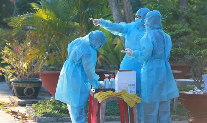 Nhân viên y tế tại khu cách ly trong resort Phương Nam, huyện Cần Giờ, TP.HCM. (Ảnh qua tuoitre)