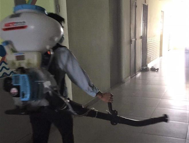 Phát hiện 2 vợ chồng từ Ý lọt vòng kiểm dịch ở sân bay Tân Sơn Nhất, hàng xóm báo công an