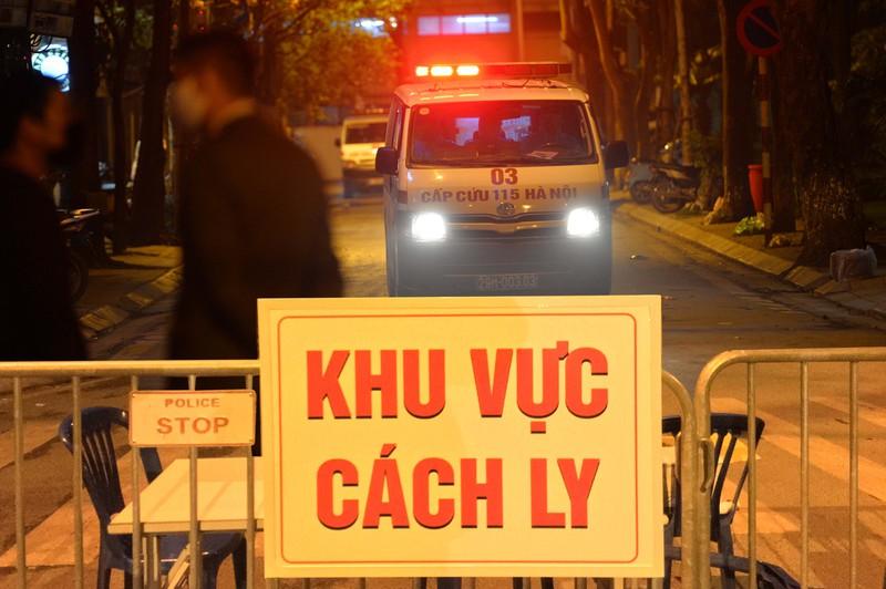 Phát hiện ca thứ 17 nhiễm Covid-19, Hà Nội họp khẩn, cách ly cả khu phố 3