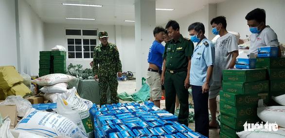 Phát hiện gần 1 triệu khẩu trang chuẩn bị được xuất lậu sang Trung Quốc 5