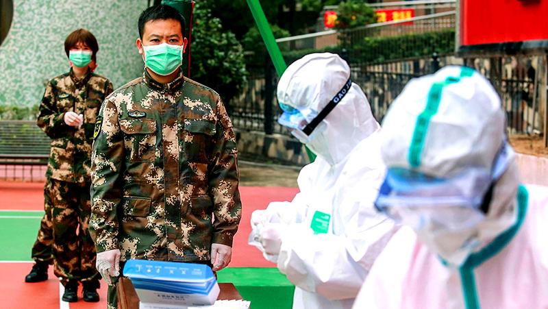 Dịch bệnh tấn công quân đội ĐCSTQ: Kéo dài thời gian kêu gọi nhập ngũ, tạm dừng tập trận (ảnh 1)