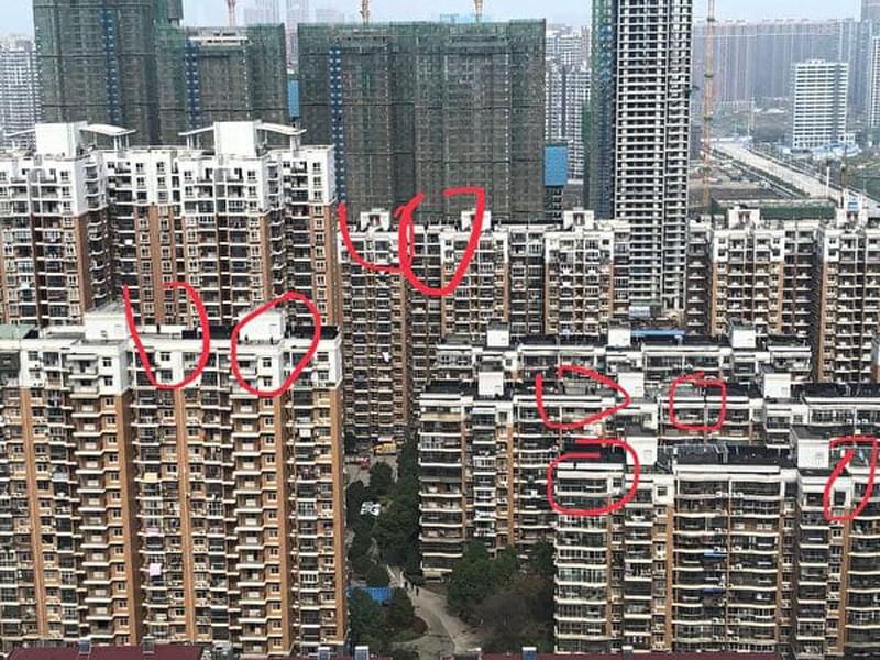 Trên nóc các tòa nhà gần khu khu dân cư gần nơi ông Tập Cận Bình đến đều bố trí nhiều người và tay súng bắn tỉa.