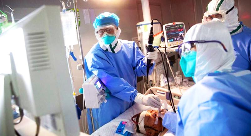 Ngày 19/3, nhân viên y tế tại một bệnh viện tại Vũ Hán đang tiến hành điều trị cho bệnh nhân bị nhiễm viêm phổi Vũ Hán.