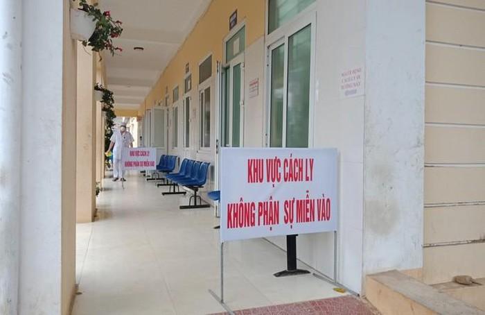 Thanh Hóa Nam sinh 'ho, sốt' phải cách ly, gần 1.000 học sinh vẫn đi học bình thường 3