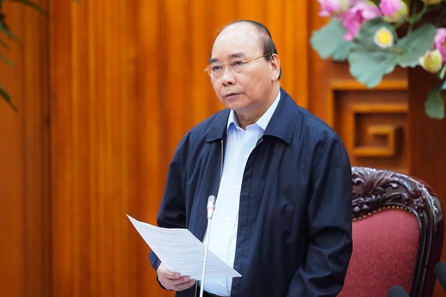 Thủ tướng Nguyễn Xuân Phúc yêu cầu tạm dừng mọi hoạt động hội họp, tập trung trên 20 người từ 0h ngày 28/3. (Ảnh qua Zing)