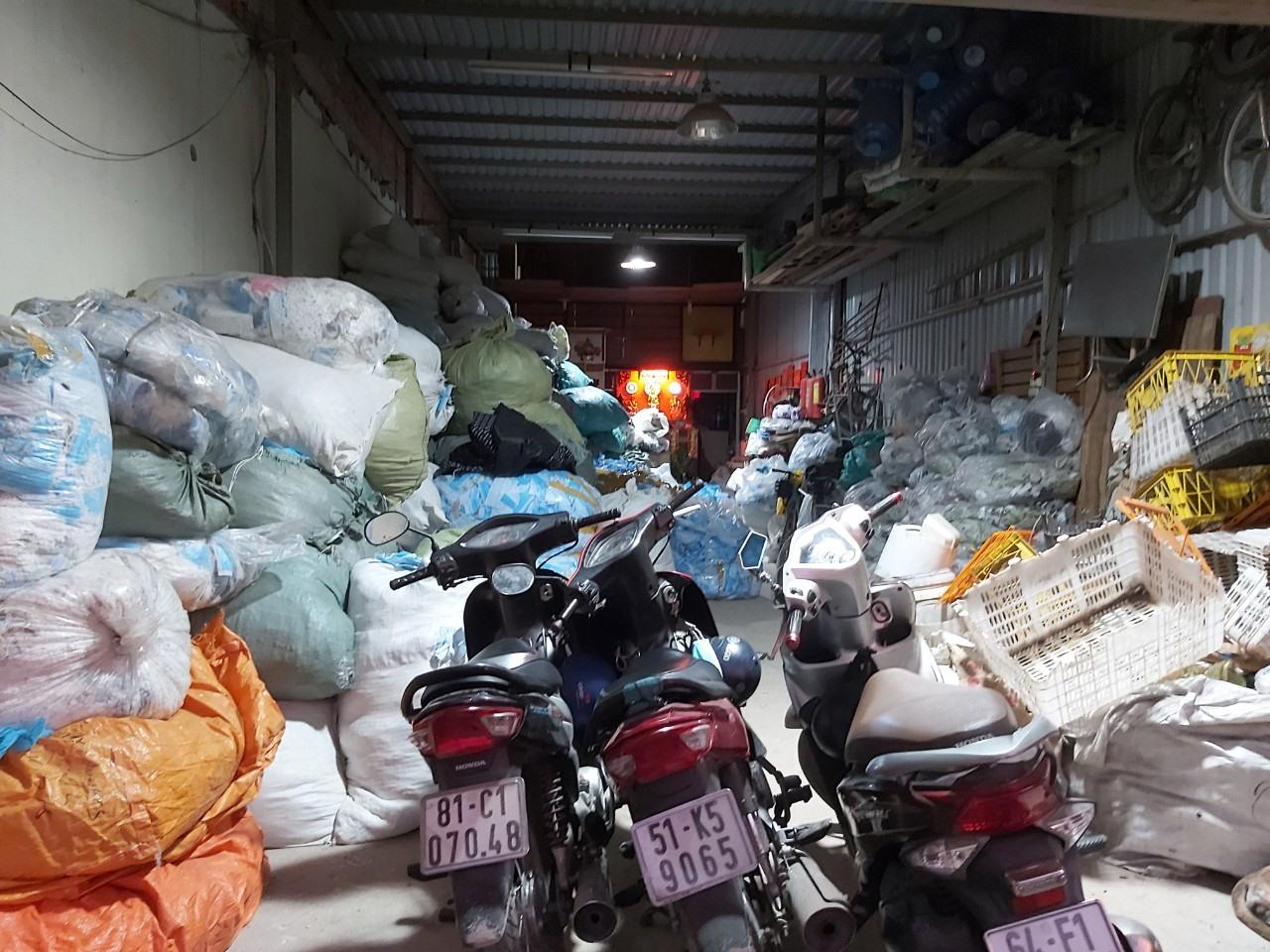 TP.HCM Phát hiện kho hàng chứa 2 tấn khẩu trang đã qua sử dụng 6