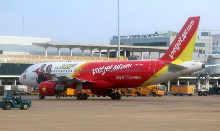 Nam bệnh nhân thứ 61 nhiễm virus Vũ Hán trở về Việt Nam trên chuyến bay của hãng hàng không Vietjet Air. (Ảnh qua VOV)