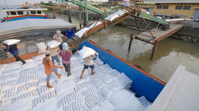 Việt Nam là 1 trong 3 quốc gia xuất khẩu lương thực lớn nhất toàn cầu. (Ảnh qua thanhnien)