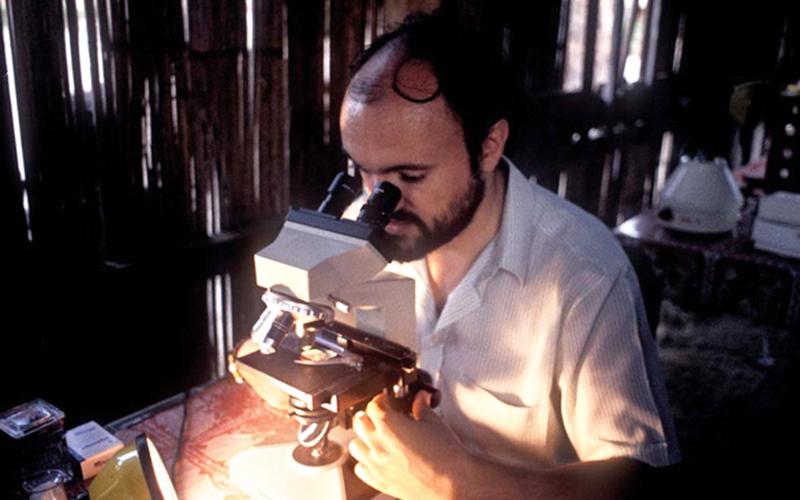 Bác sĩ Carlo Urbani, người đầu tiên nhận diện ra SARS (Hội chứng hô hấp cấp nặng). (Ảnh qua tuoitre)