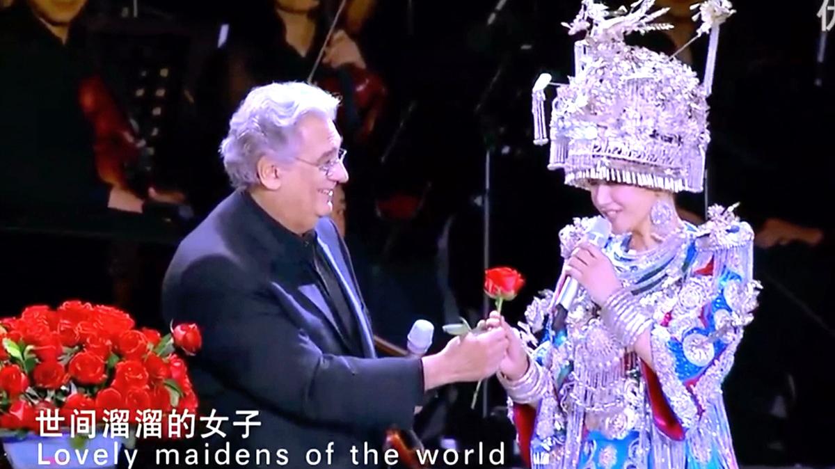 Ca sĩ nổi tiếng từng hợp xướng với Tống Tổ Anh tại Thế vận hội Bắc Kinh đã bị nhiễm virus Vũ Hán (ảnh 1)