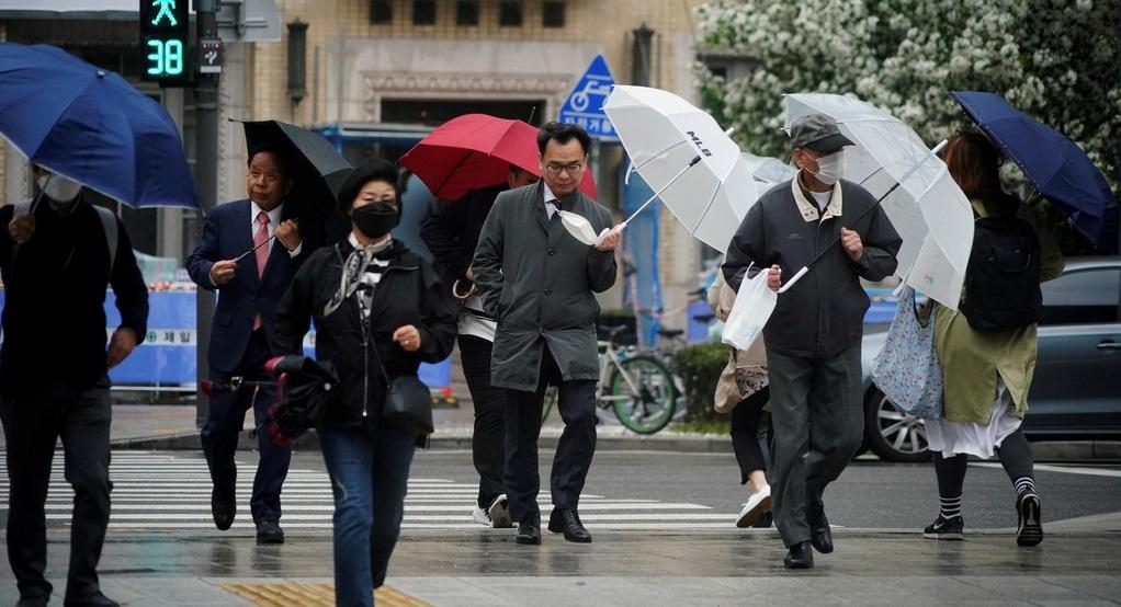 Một số công ty ở Hàn Quốc đã yêu cầu nhân viên đi làm trở lại từ ngày 20/4 sau khi chính phủ dỡ bỏ các lệnh phong toả. Ảnh: Reuters.