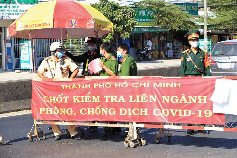 TP.HCM ngừng xét nghiệm virus Vũ Hán khách nội địa, 62 chốt kiểm dịch tiếp tục hoạt động - Ảnh 3