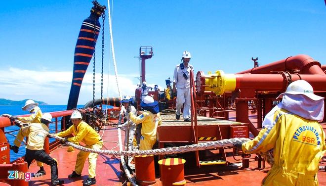 Nếu nguồn cung tiếp tục dư thừa như hiện nay, Nhà máy lọc dầu Dung Quất có thể dừng hoạt động. (Ảnh qua Zing)
