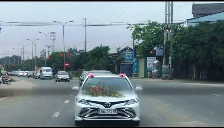 Đoàn xe rước dâu trong mùa dịch Vũ Hán (Covid-19) ở Hương Khê, Hà Tĩnh. (Ảnh qua tuoitre)