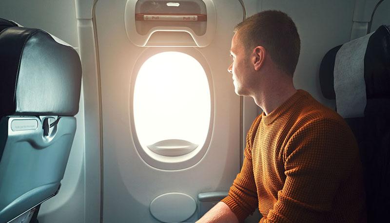 Vào lúc cao điểm của mùa cúm, nơi an toàn nhất trên máy bay là chỗ ghế ngồi bên cạnh cửa sổ.