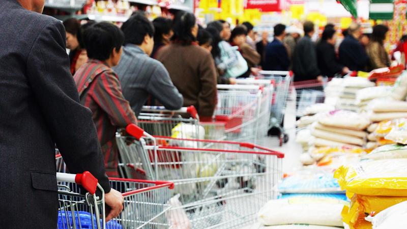 """Chính phủ Trung Quốc không chỉ """"quét sạch"""" khẩu trang và các vật tư y tế toàn cầu mà còn vơ vét lương thực khắp thế giới."""