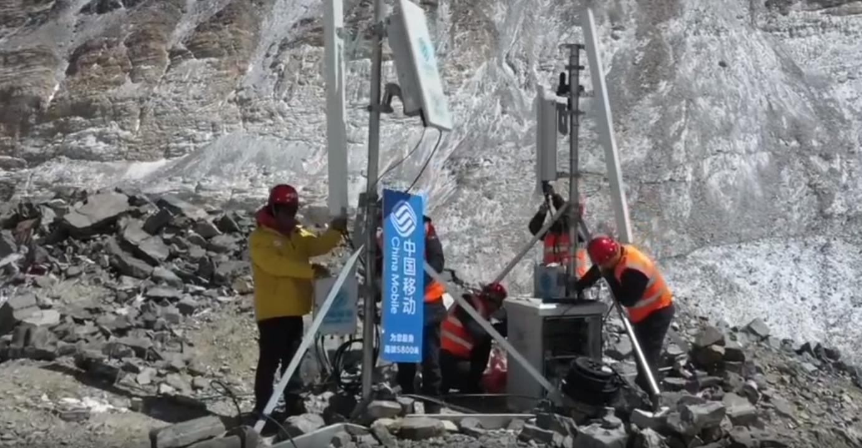 Trung Quốc xây dựng tháp 5G cao nhất thế giới trên núi Everest - Ảnh 1