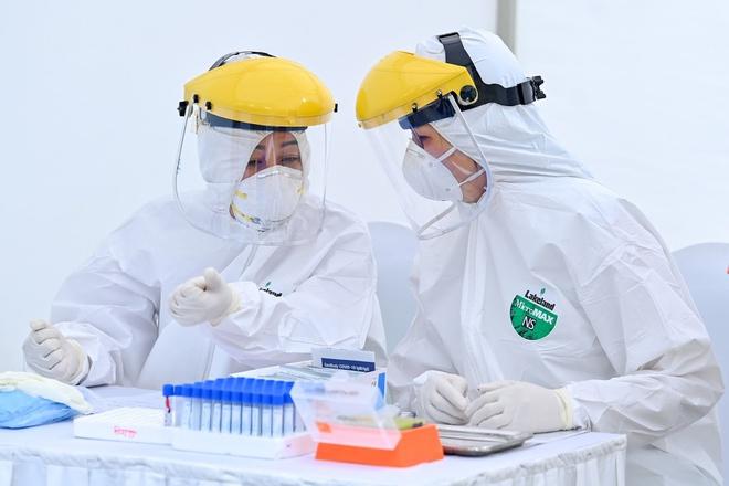 Giá máy xét nghiệm virus Vũ hán tại nhiều địa phương có sự chênh lệnh cao. (Ảnh qua Zing)