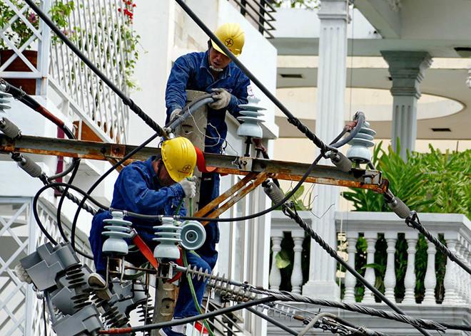 Giá điện sẽ giảm tối đa khoảng 62.000 đồng cho người dân trong mùa dịch. (Ảnh qua thanhnien)