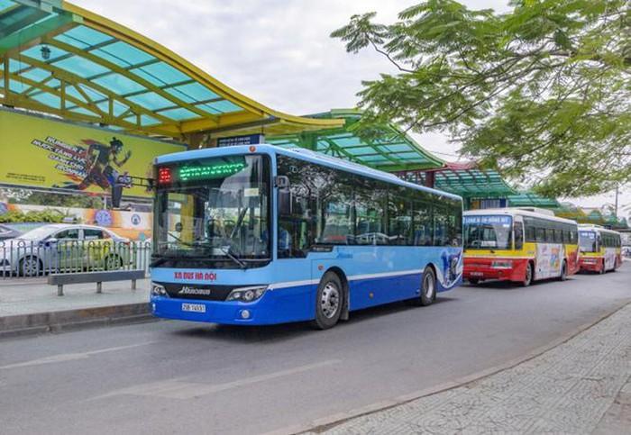 Hà Nội kiến nghị cho xe khách, xe buýt và taxi từng bước hoạt động trở lại. (Ảnh qua luatvietnam)
