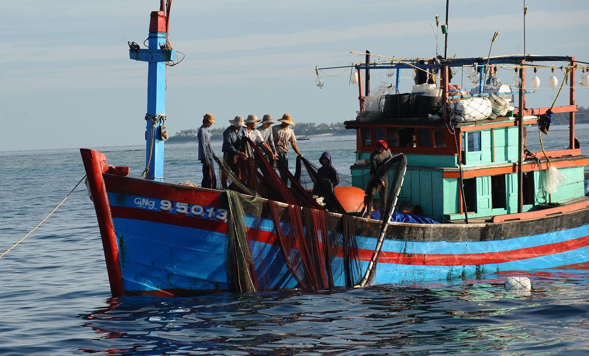 Quảng Ngãi Một tàu cá của ngư dân bị tàu Trung Quốc đâm chìm, 2 tàu cá khác bị bắt giữ trái phép 3