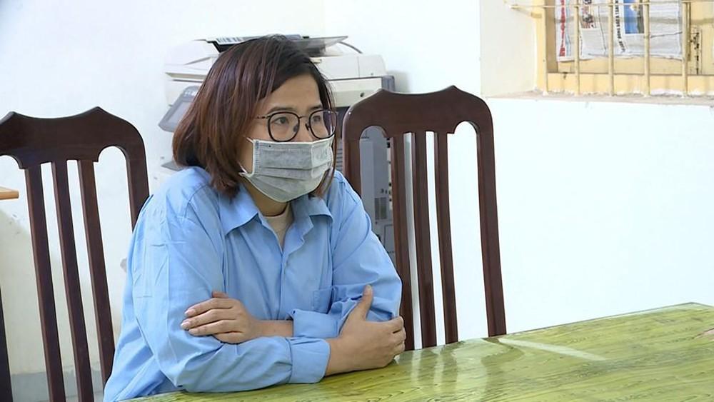 Trương Thị Bình (38 tuổi, phó giám đốc Công ty Đức Anh) tại cơ quan công an. (Ảnh qua tuoitre)