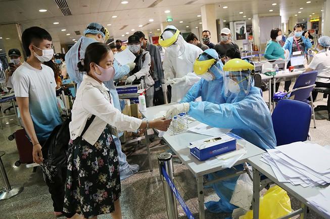 TP.HCM ngừng xét nghiệm virus Vũ Hán khách nội địa, 62 chốt kiểm dịch tiếp tục hoạt động - Ảnh 1