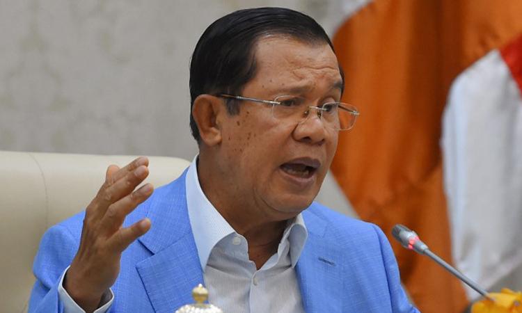 Thủ tướng Campuchia Hun Sen phát biểu trong cuộc họp báo tại Phnom Penh. (Ảnh qua vnexpress)