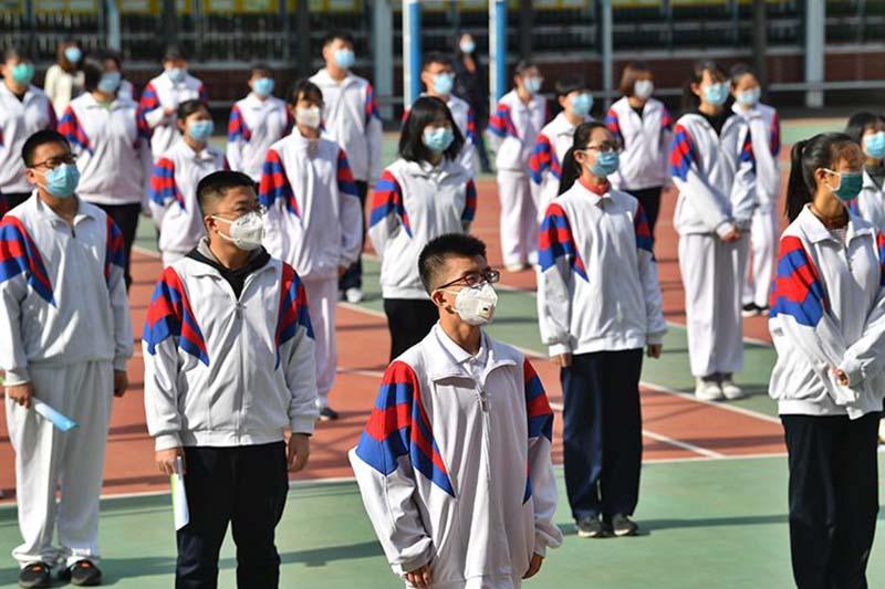 chính quyền Đảng Cộng Sản Trung Quốc (ĐCSTQ) đã yêu cầu học sinh đeo khẩu trang đi học lại.