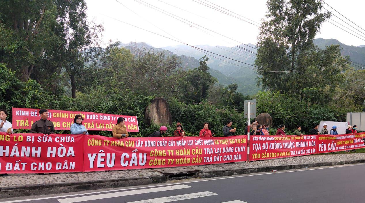 Dân đấu với quan: Chủ tịch tỉnh Khánh Hòa bị kiện ra tòa - Ảnh 2
